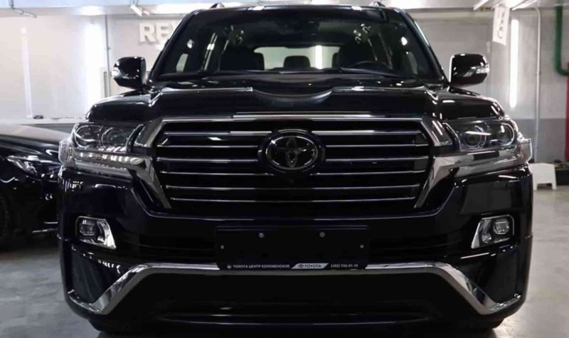 Toyota Land Cruiser VX200 Executive Black