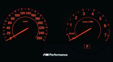 Тахометр и спидометр BMW M135i