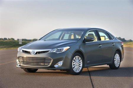 Седан Toyota Avalon 2013