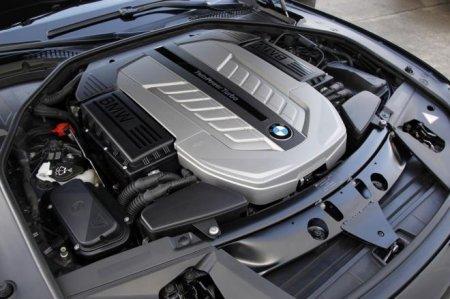 Двигатель на BMW 750iL 2012 год