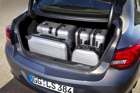 Багажное отделение Opel Astra 2013