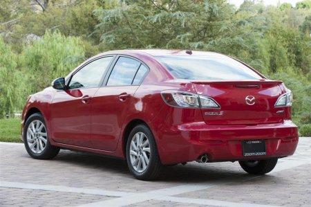Вид сзади Mazda 3 2013