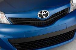 Перед в Toyota Yaris 2013 года