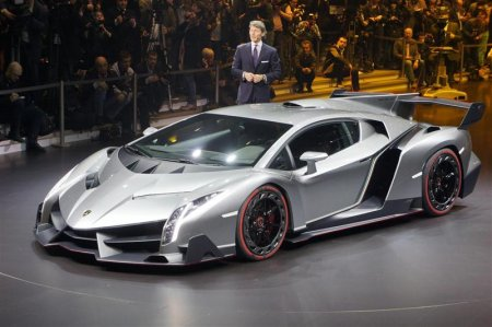 Lamborghini Veneno 2013 года на автосалоне в Женеве