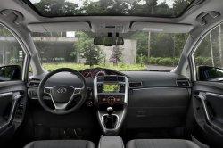 Интерьер в Toyota Verso 2013