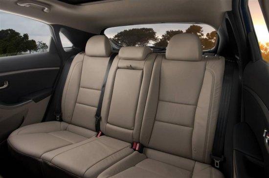 Задние сиденья в Hyundai Elantra 2013