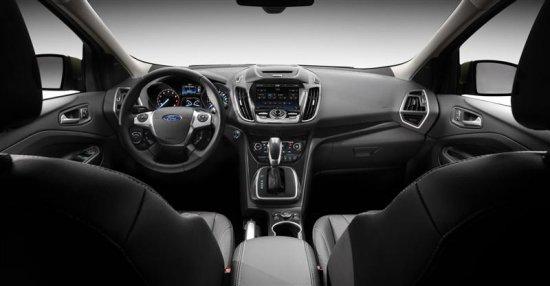 Салон автомобиля Ford Escape 2013 года