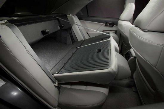 Задние сиденья в Toyota Camry 2012