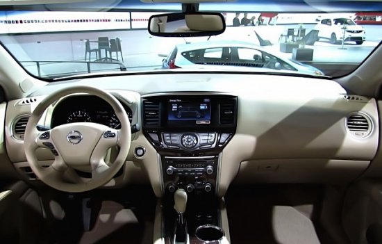 Передняя панель в Nissan Pathfinder 2014