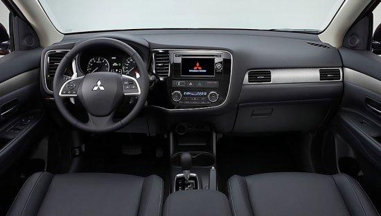 Интерьер Mitsubishi Outlander 2014