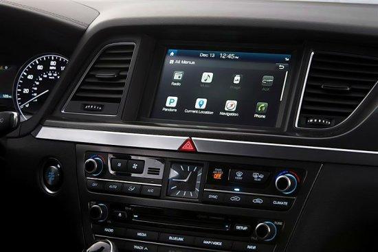 Дисплей в Hyundai Genesis 2015 года