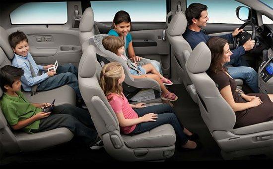 Семейный автомобиль Honda Odyssey 2014