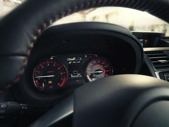 Панель для водителя в Subaru WRX 2015
