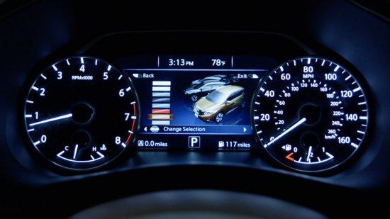 Дисплей водителя в Nissan Murano 2015 года