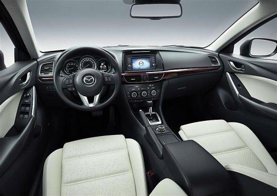Фото салона Mazda 6 2014 года