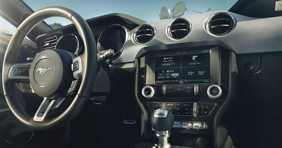 Внутренний вид Ford Mustang 2015