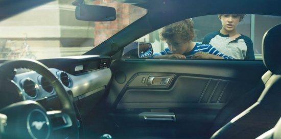 Салон Ford Mustang 2015