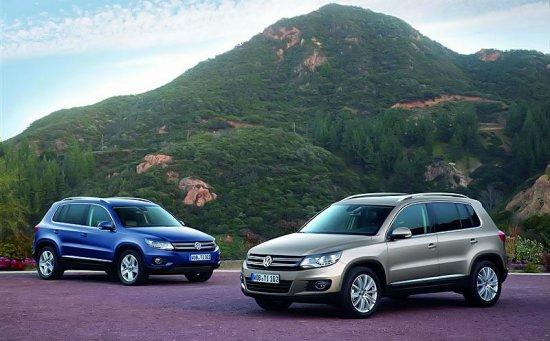 Синий и белый Volkswagen Tiguan 2012