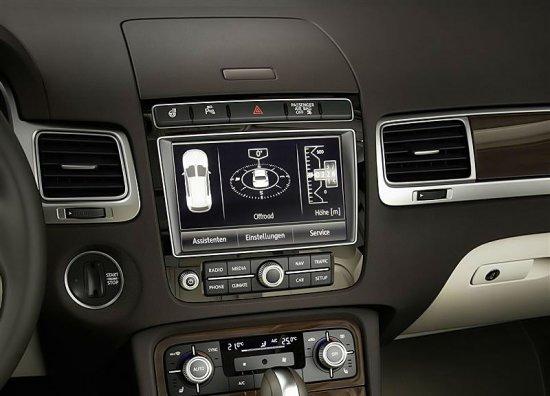 Передняя панель в новом Volkswagen Touareg 2015