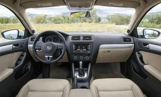 Фото салона Volkswagen Jetta 2014