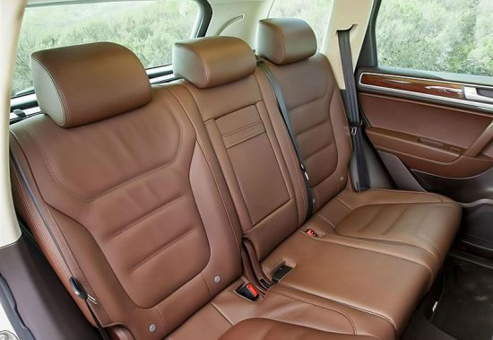 Задние сиденья в Volkswagen Touareg 2014