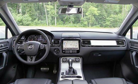 Центральная консоль в Volkswagen Touareg 2014