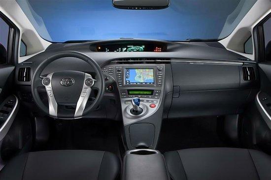 Салон Toyota Prius 2015