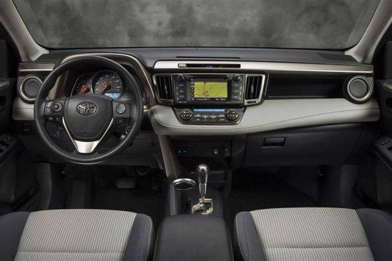Салон в Toyota RAV4 2015