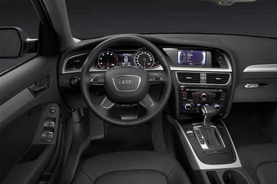 Салон Audi A4 2014 года