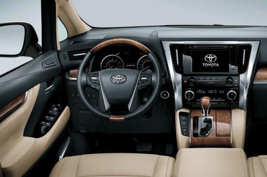 Центральная консоль в Toyota Alphard