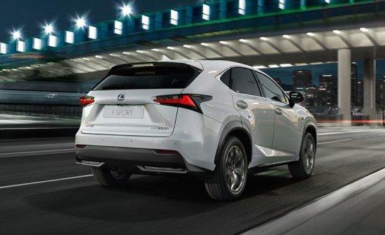Lexus NX 300h вид сзади