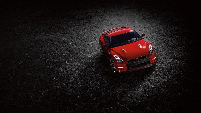 Красный Nissan GT-R 2016