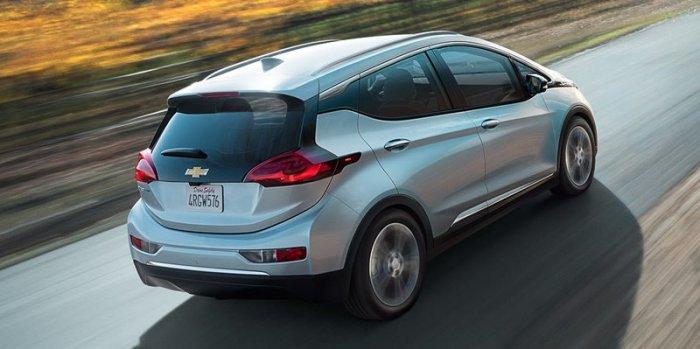 Chevrolet Bolt EV 2017 года поступил в продажу на рынки США