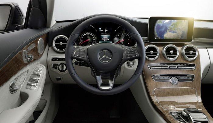 Приборная панель Mercedes С 250