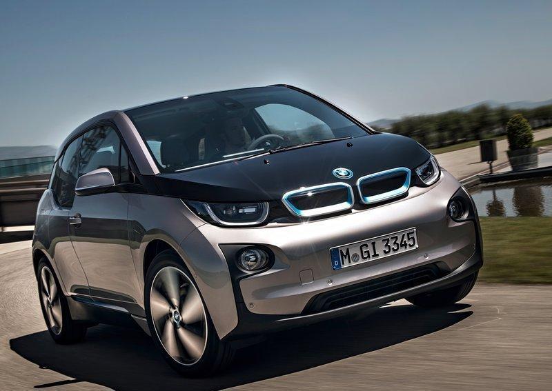 BMW продала 100 000 электромобилей и гибридов за три года