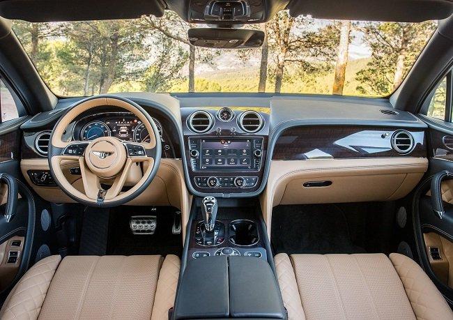 Кроссовер Bentley Bentayga 2016. На таком и в Кремль не стыдно