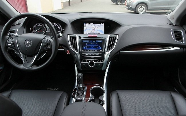 Тест-драйв седана Acura TLX