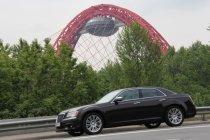 Обзор демократичного и представительского автомобиля Chrysler 300C