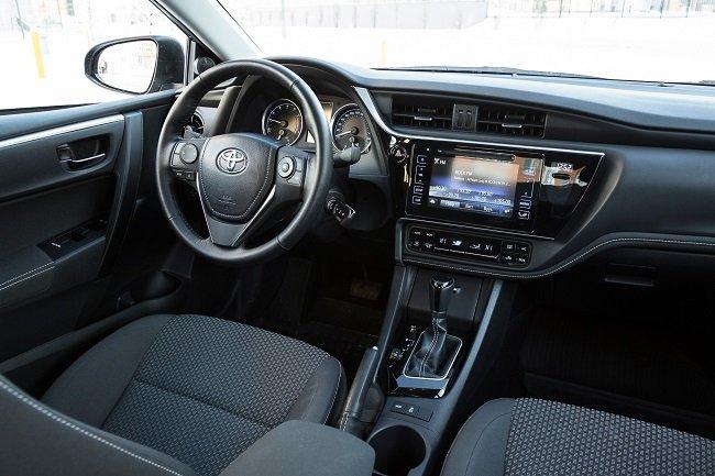 Сравнение рестайлинговых Toyota Corolla и Citroen C4