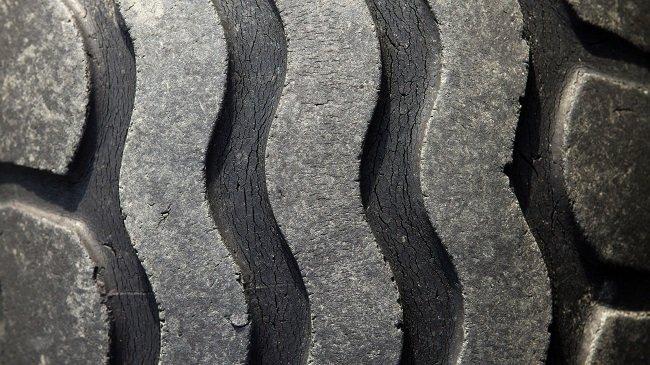 Почему летнюю резину менять нужно заранее, даже если она выглядит еще целой