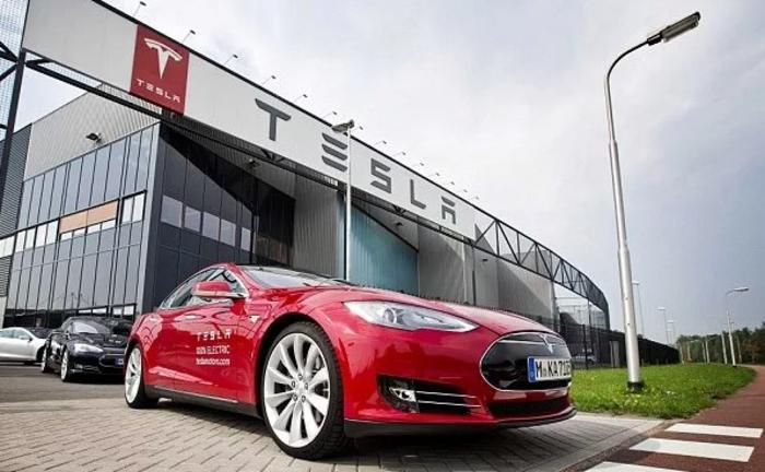 Компания «Тесла Моторс» пойдет по новому пути развития