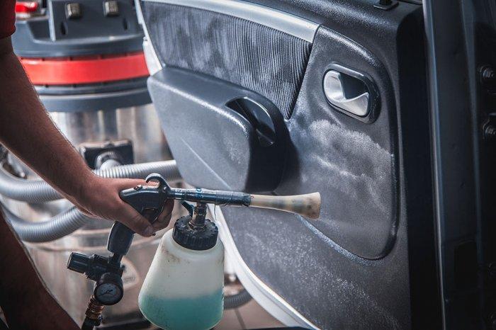 Химчистка автомобилей: Виды и их особенности