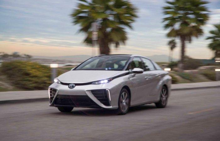 Toyota приступила к тестированию водородного автомобиля Mirai