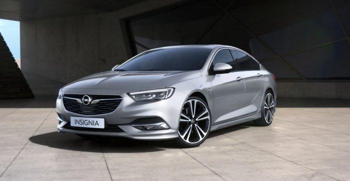Opel Astra и Opel Insignia: сходства и отличия